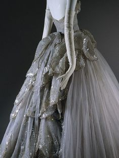 "lamorbidezza:  The ""Venus"" dress from Christian Dior Haute Couture Fall 1949"