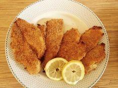 Παναρισμενα φιλετα ψαριου στο φουρνο 500γρ. φιλετο ψαριου της αρεσκειας σας (γλωσσα,περκα,μπακαλιαρος,πανγκασιους κ.α) 1 πακετο φρυγανιες σε σκονη 2 αυγα χτυπημενα με λιγα μυρωδικα (παπρικα,ριγανη,πιπερι) Αλατι Ξεπαγωνουμε στο ψυγειο απο το προηγουμενο βραδυ τα φιλετα. Τα σκουπιζουμε καλα για να
