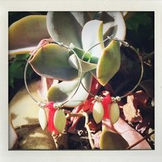 Créoles argentées pompon et sequins. Etsy, Boutique, Plants, Handmade, Handmade Gifts, Unique Jewelry, Fantasy, Flora, Plant