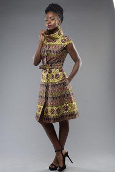NOUVEAUTÉ de cette saison est la robe de la comtesse. Adaptée à la perfection, entièrement doublée avec poches latérales et détail bouton or. Peut