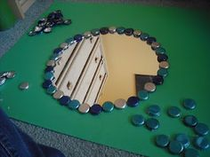 DIY bottle cap mirror- would be useful for all those Snapple caps Snapple Bottle Crafts, Diy Bottle, Bottle Caps, Creative Crafts, Creative Ideas, Diy Ideas, Craft Ideas, Diy House Projects, Craft Projects