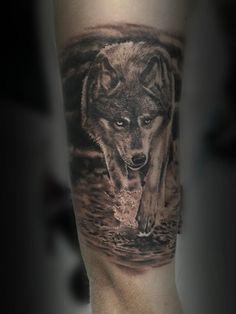 Tattoo Wolf geht durch Wasser