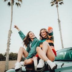 Zenzy Mag 8 Ways You Know You're Ready for Summer Cute Poses For Pictures, Cute Friend Pictures, Friend Photos, Family Pictures, Best Photo Poses, Picture Poses, Friend Poses Photography, Family Photography, Children Photography