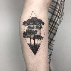 Tatuagem Criada por Rui Tattooer de Curitiba.  Araucárias e sol de fundo em blackwork.