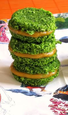 Spring raw macaroon.  Coco, spinach and aguaymanto