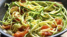 Operación biquini: Spaghetti de calabacín con gambas y tomates secos -> http://www.cosmopolitantv.es/noticias/2043/operacion-biquini-spaghetti-de-calabacin-con-gambas-y-tomates-secos