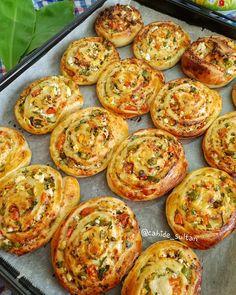 - Pratik Hızlı ve Kolay Yemek Tarifleri Turkish Recipes, Ethnic Recipes, Snacks Saludables, Cheese Rolling, Homemade Donuts, New Cake, Healthy Muffins, Brunch, Food And Drink