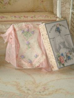 Dollhouse embroidered ladies corset in by ANABELAMINIATURES, €26.00