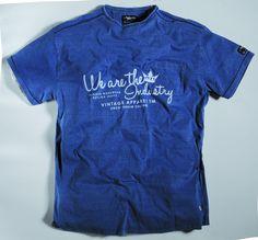 [img-9913-left-thickbox_default] Tee-shirt allsize Gamme Réplika 100 % Coton Coloris Bleu jean Manches courtes Col rond et imprimé poitrine