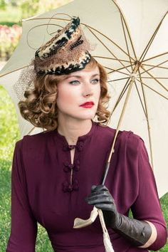 Elisabeth Ansley RETRO WOMAN WITH PARASOL OUTSIDE Women Retro Photography, Fashion Photography, Riding Boot Outfits, Gloves Fashion, Umbrellas Parasols, Fashion Magazine Cover, Leather Gloves, Leather Pants, Retro Chic