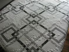 Betsy's mystery quilt - Janet Murdock...love the juxtaposition of the bubble quilting and the geometric piecing. #tinlizzie18 #longarmquilting #machinequilting #quilting
