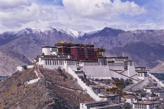 The Potala Palace in Lhasa, Tibet is a Buddhist pilgrimage site of the Bodhisattva Chenresi and the home of the Dalai Lama. Lhasa, Dalai Lama, The Places Youll Go, Places To See, National Geographic, Monte Everest, Vietnam, Cities, Le Palais