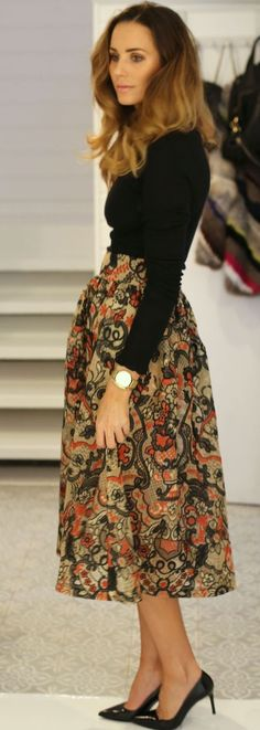 By Benedicthe Floral Midi Skirt Holiday Style Inspo by Stylista Holiday Fashion, Autumn Fashion, Holiday Style, Pretty Outfits, Chic Outfits, Look 2017, Modesty Fashion, Rock, Work Attire
