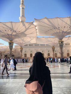 Islamic Girl Images, Muslim Images, Islamic Pictures, Beautiful Mosques, Beautiful Islamic Quotes, Muslim Girls, Muslim Couples, Alhamdulillah, Mecca Kaaba