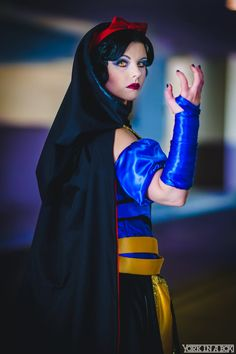cosplayblog:   Sith Snow White from Snow White / Star Wars   Cosplayer: Amber Arden [TM | TW | FB | ET]  Photographer: York In A Box