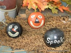 Painted on old softballs...great bowl fillers...Primitive Halloween Pumpkin Baseballs-pumpkin, primitive, fall, autumn, jack o'lantern, baseballs, bowl fillers