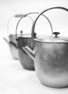 銅薬缶        持ち手やつまみ いろいろ        材質 : 銅、花梨、石、菩提樹 I guess it says Teapot  (Awesome) LOL
