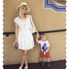 MUST SEE: Hollywood mom Reese Witherspoon and her son Tennessee are as sweet as can be #Qualitytime ==> www.pretamama.com Pret a Mama #fashionmoms #Fashionkids