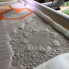 Absolutely no plan with this one! Total improv! That's the beauty of quilting your own quilt, you can go crazy!! #aurifil #freebirdquilting #freemotionquilting #customquilting #anythinggoes #myquilt