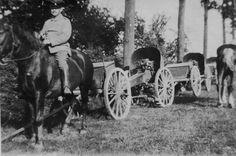 Olt. d. Res. Wilhelm Pape, FArtRgt 51, Oktober 1914 in Flandern - bei der Mobilisieriung wurden diese veralteten Feldgeschütze aus den 1880er Jahren verwendet.