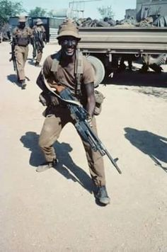 SADF MAG Gunner in the typical 'Black is Beautiful' camo paint.
