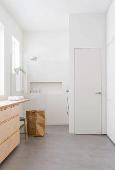 Старая квартира 1900 года с современным минималистичным интерьером в районе Мадрида. Смотри фото отчет. Будет интересно дизайнеру и домовладельцу.