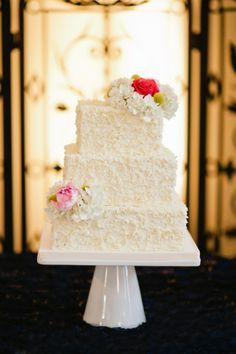 #weddingcake (photo by Faith Teasley Photography via heartloveweddings)