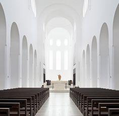 La reforma interior de la iglesia de Saint Moritz Church es uno de los últimos proyectos realizados por el arquitecto minimalista John Pawson.