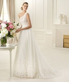 Pronovias | Wedding dresses and Cocktail dresses