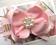 Pink and Gold Bow, pink and Gold Birthday bow, pink and gold bow, big birthday bow, first birthday h First Birthday Hats, Birthday Hair, Gold Birthday, Gold Hair Bow, Gold Hair Accessories, Baby Hair Bows, Boutique Hair Bows, Diy Bow, Pink And Gold