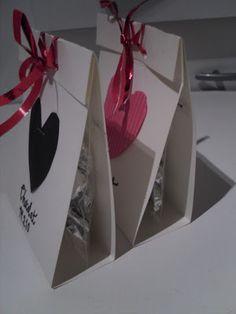 suklaanappien pakkaaminen