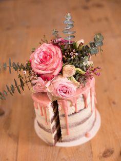 DIY-Anleitung: Naked Cake mit Blumen und Eukalyptus dekorieren via DaWanda.com
