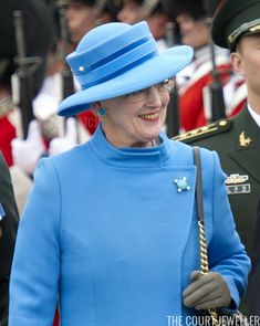 The brooch also manages to shine when it's worn against vivid blue, as you can see in this image from the welcome ceremony during the 2012 Chinese state visit to Copenhagen. The distinctive, bright diamonds really pop in this appearance. Danish Royals, Swedish Royals, British Royals, Royal Fashion, Style Fashion, Fashion Ideas, Queen Margrethe Ii, Danish Royal Family, Princess Margaret