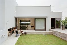 House with dog yard by Kouichi Kimura
