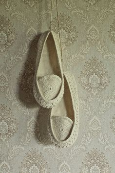 Onstail Crocheted home slippers from natural white organic wool