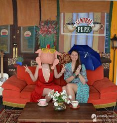 Friends tv show themed photo shoot in Central perk (created by painting a backdrop like the cafe and setting up a tripod for photos) 30th Party, 30th Birthday Parties, Grad Parties, Birthday Party Themes, Diy Wedding Photo Booth, My Bridal Shower, Its My Bday, Friends Tv Show, Friend Birthday