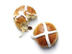 Pioneer Woman's Hot Cross Buns Recipe The Pioneer Woman Ree Drummond shares her favorite hot cross buns recipe. Pioneer Woman's Hot Cross Buns Recipe The Pioneer Woman Ree Drummond shares her favorite hot cross buns recipe. Hot Cross Buns Recipe Pioneer Woman, Easter Recipes, Brunch Recipes, Easter Ideas, Easter Decor, Food Network Recipes, Cooking Recipes, Bread Recipes, Easter Brunch