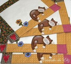 Jogo americano composto por 4 peças com o tema gatinho preguiçoso, temos varias opções de cores. Feito em patchwork com tecidos selecionados de alta qualidade. R$99,90