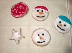 Biscotti Natalizi decorati con glassa 100% vegani. Trovate questa e altre ricette nel mio blog. :)