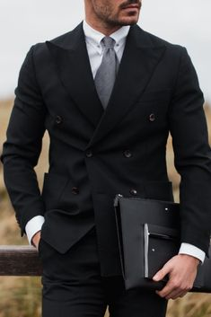 Dir gefällt was du sieht? Dann wirst du das hier lieben: www.kepler-lake-constance.com #suit #gentleman