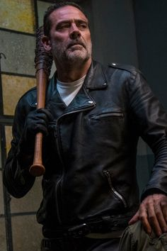 Hocus Pocus and Ghost World star Thora Birch is the Whisperer Gamma in chilling new first look images from season 10 of AMC's The Walking Dead. The Walking Dead 2, Walking Dead Memes, Walking Dead Season, Jefferey Dean Morgan, Negan Lucille, Juliet, Ryan Hurst, Dead Pictures, Kevin Costner