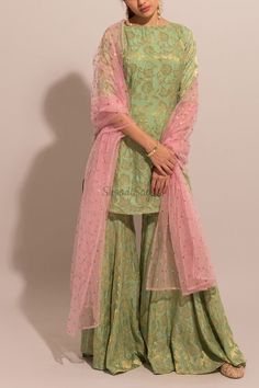 Simple Pakistani Dresses, Indian Gowns Dresses, Indian Fashion Dresses, Pakistani Dress Design, Pakistani Outfits, Pakistani Sharara, Eid Dresses, Fashion Outfits, Wedding Dresses