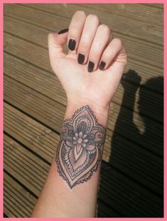 44 Ideas For Tattoo Wrist Mandala Design Sleeve Hand Tattoos, Forearm Tattoos, Body Art Tattoos, Sleeve Tattoos, Design Tattoo, Mandala Tattoo Design, Henna Tattoo Designs, Piercing Tattoo, Cuff Tattoo