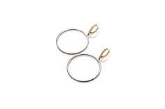 Composizione: orecchini con  monachella in oro 18 ct con striscia di micropavé di diamanti ice, con cerchi pendenti da 55 mm in argento 925 rodiati di color nero.