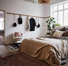 Stylish and cute apartment studio decor ideas Cute Apartment, Bedroom Apartment, Home Bedroom, Bedroom Decor, Bedroom Ideas, Bedroom Storage, Bedroom Signs, Bedroom Organization, Bedroom Inspiration