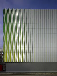 The Facade of the Research Laboratory of the University Medical Center (UMCG) in Groningen, the Netherlands. By UN Studio. Master Architecture, Architecture Design, Minimalist Architecture, Facade Design, Futuristic Architecture, Amazing Architecture, Contemporary Architecture, Exterior Design, Architecture Colleges