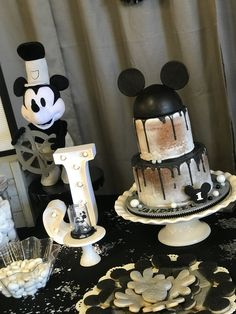 steamboat willie birthday party - Domein Stop Mickey Mouse Theme Party, Mickey First Birthday, Disneyland Birthday, Mickey 1st Birthdays, Mickey Mouse Decorations, Second Birthday Ideas, Wild One Birthday Party, Birthday Party Tables, 1st Boy Birthday