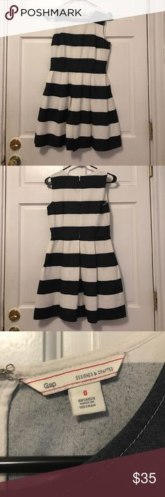 Gap white & navy striped dress. gap white and navy striped dress, size 0 but size 2 could also wear. Zipper at back, slightly pleated, and cotton lined. Worn once, excellent condition. GAP Dresses Mini
