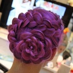 Coolest braid ever!  So trying this when L gets home from school (minus the color, although she'd love it)
