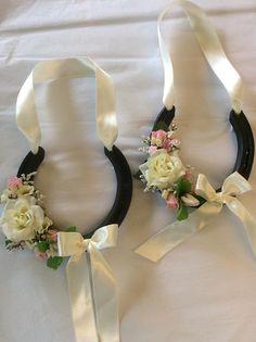 Real decorated ivory wedding horseshoe in luxury box Horseshoe Projects, Horseshoe Crafts, Horseshoe Art, Horseshoe Wedding, Horse Wedding, Ivory Wedding, Our Wedding, August Wedding, Wedding Ideas